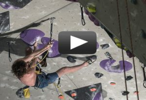imagen del vídeo de adam ondra escalando black diamond project