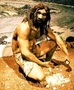 hombre paleolítico haciendo fuego para comer