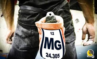 símbolo del magnesio en la magnesera de un escalador