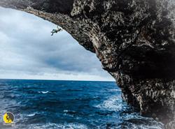 El escalador Edu Marín haciendo psicobloc en Mallorca