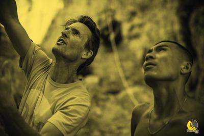 escaladores visualizando el proyecto