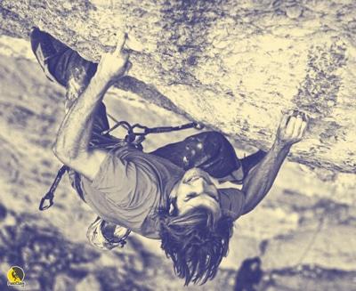 escalador usando un monodedo
