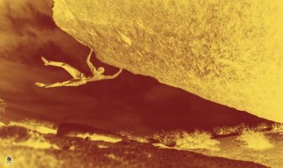 escalador entrenando potencia para boulder