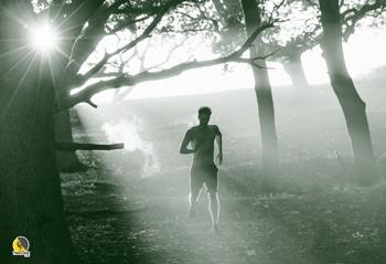 escalador corriendo y entrenando cardio