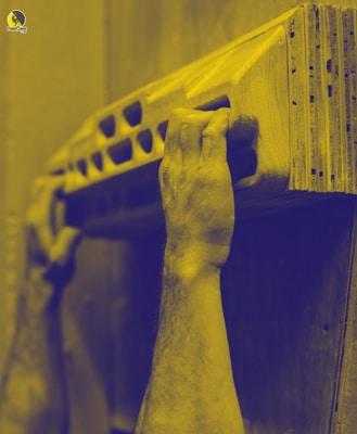 entrenando en casa la resistencia con tabla multipresas para escalada