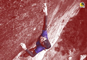 escalador usando el bidedo central de su mano en escalada deportiva en roca en libre