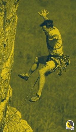 Arno Ilgner practicando la caída, como dice en guerreros de la roca, entrenamiento mental para escaladores