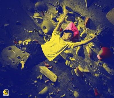 Escalador japonés Tomoa Narasaki entrenando con chibatore