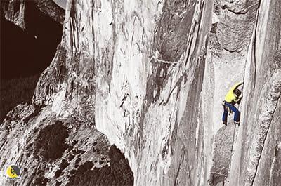 Escalador en una vía técnica de equilibrio